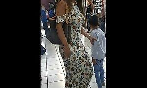 Buchona tetona culona con bendici&oacute_n en las calles de M&eacute_rida, Yucatan